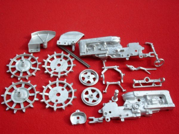 "Britains Fordson Tractor Fordson Major DDN "" Spade Lug Version "" White Metal Kit "" (Price Each)"